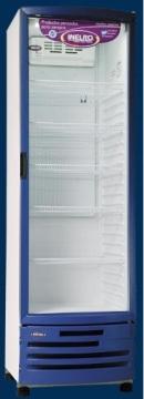 Exhibidora 470 L Azul → Capacidad (lts.): 470 Dimensión Externa (mm):660x654x2135 Peso neto/bruto (Kg):86,5/87 / Estantes ajustables: 4 Patines ajustables: 2 Luz interior: LEDS Luz cenefa: NO Puertas: (panel 2 vidrios, exterior templado LOW-E ) Interruptor de Puerta: SI / Voltaje / frecuencia: 220V /50 Hz Rango de temperatura (grados centigrados): 0 /+7 / Refrigerante (libre cfc): R-134a Condensación: aire forzado Evaporador: Roll Bond Ventilador evaporador: Tangencial Exterior gabinete: Prepintado Interior gabinete: ABS