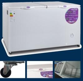 Freezer 550 L → Capacidad (lts.): 520 Dimensión Externa (mm):1665x690x955 Peso neto/bruto (Kg):74/75,5 / Canasto: 2 Ruedas: 4 Cerradura: - Puertas: 2 Reja de Piso: SI Tapón de desagote: SI / Voltaje / frecuencia: 220V /50 Hz Clase de eficiencia energética: A Rango de temperatura (grados centigrados): -18 /-22 / Refrigerante (libre cfc): R-134a 160 grs Condensación: estática Evaporador: Serpentina Caño de cobre Exterior gabinete: Prepintado Interior gabinete: Prepintado